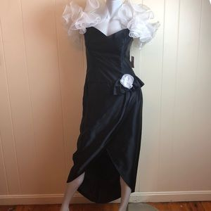 Vintage 80s/90s Black White V Neck Puffy Prom Gown